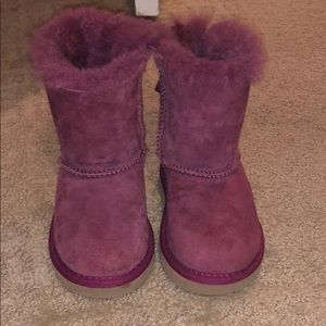 TODDLER BAILEY BOW UGGS in magenta !! WORN ONCE!